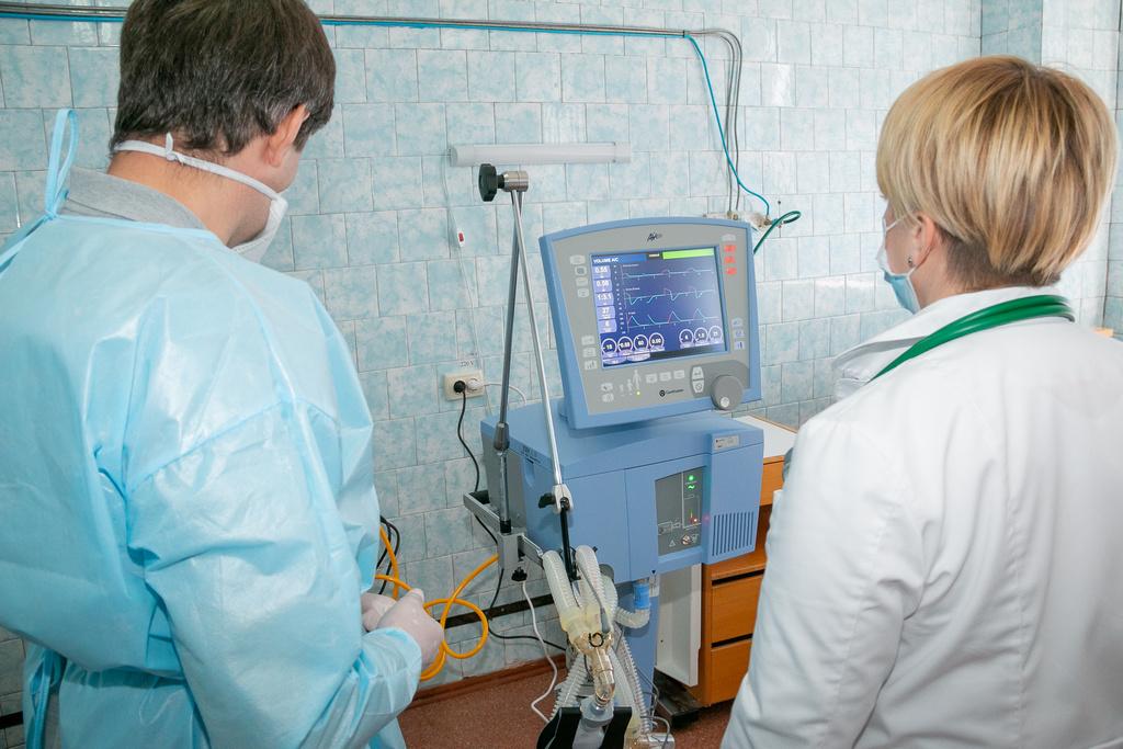 Этот аппарат ИВЛ настраивается под каждого больного индивидуально