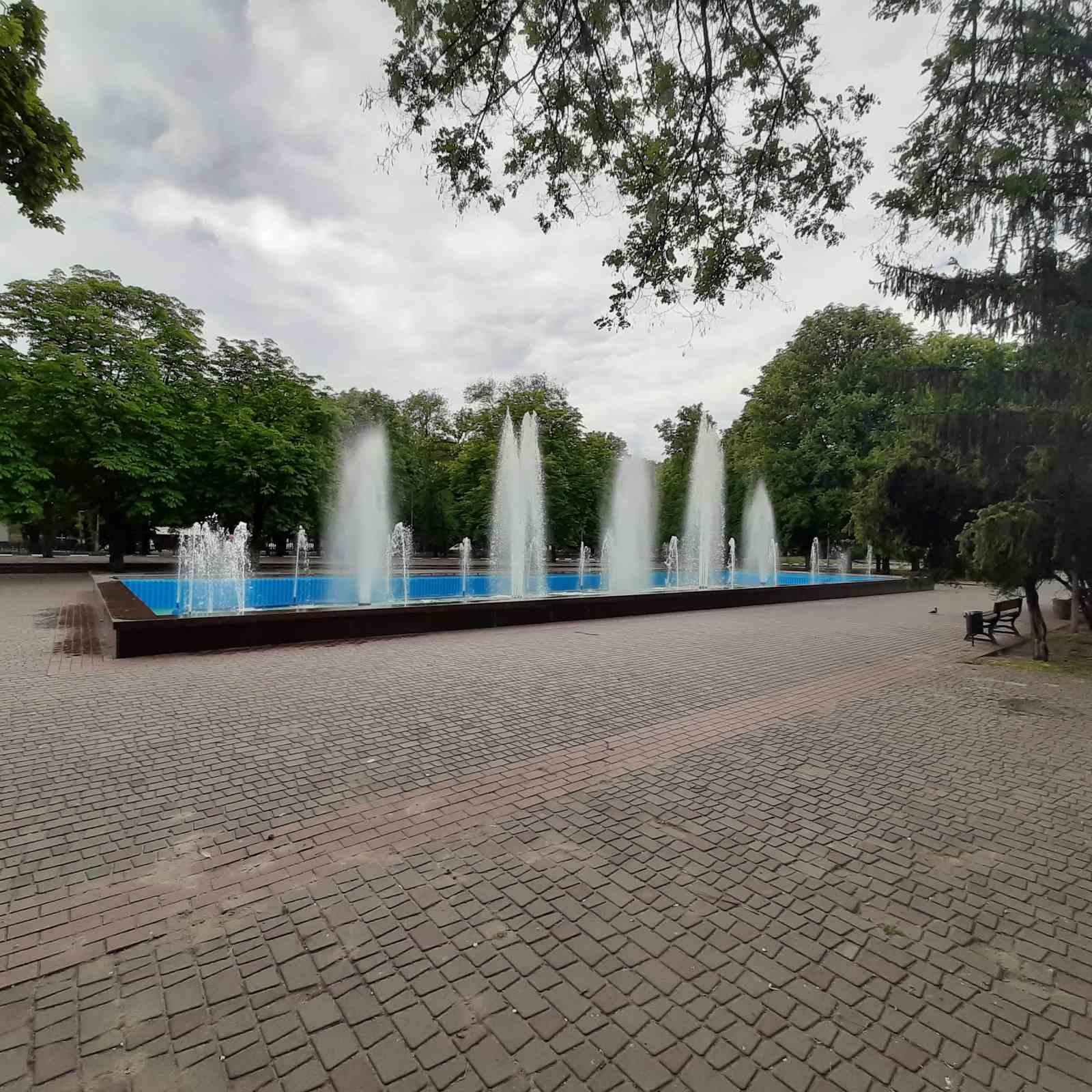 В Никополе запустили самый большой городской фонтан