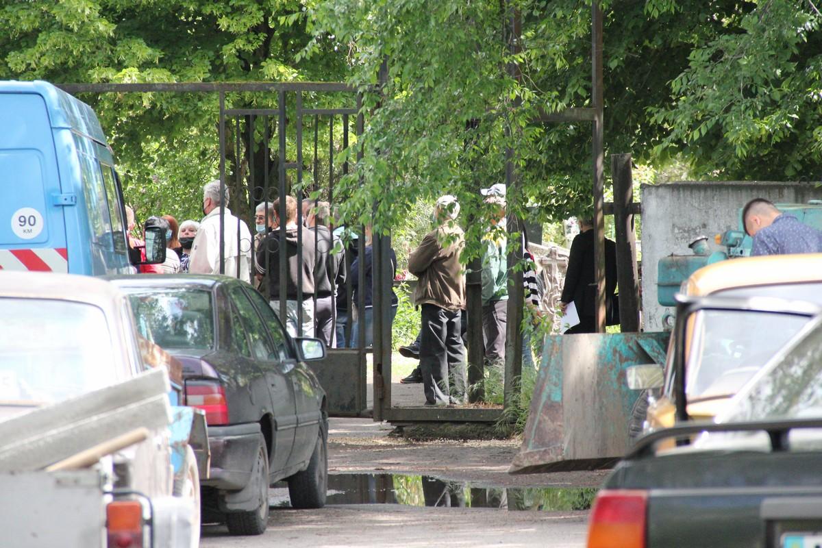 Мітинг на кладовищі в Нікополі