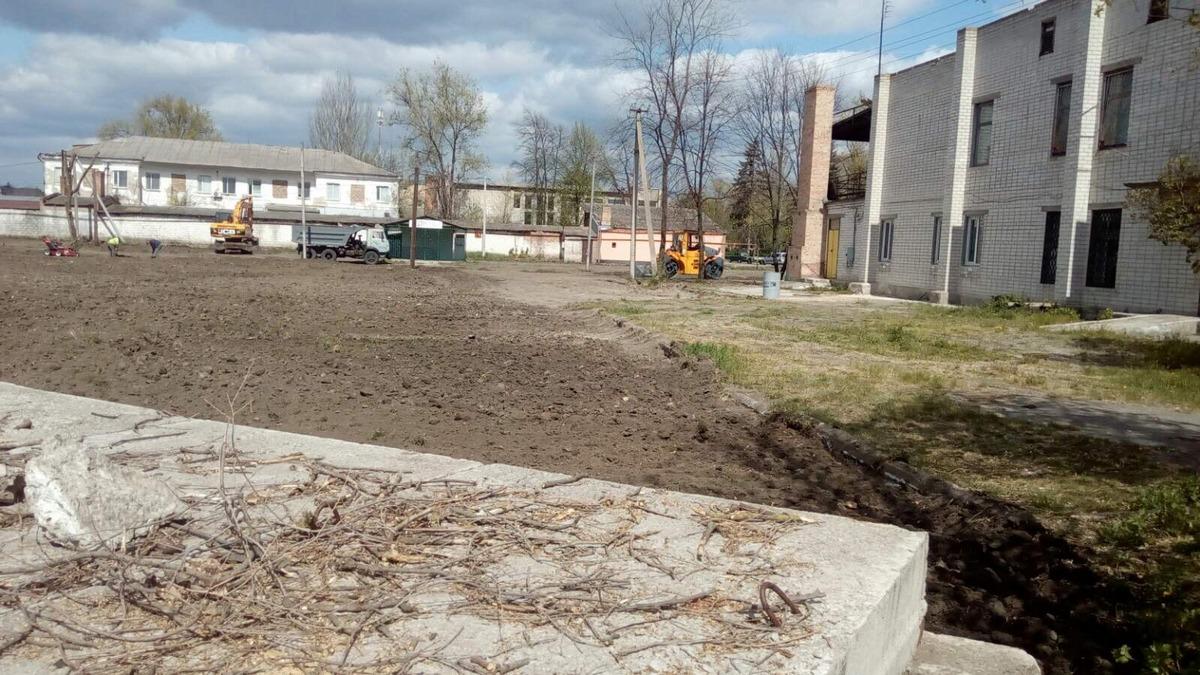 В Томаковке начали реконструкцию уютного парка