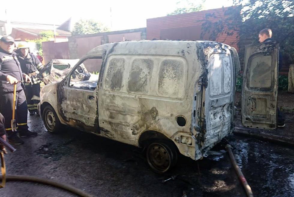 В Никополе мужчина заживо сгорел в автомобиле Renault Kangoo