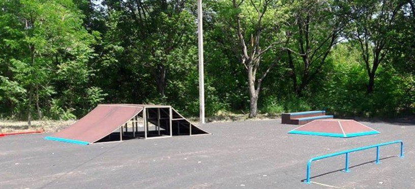 В Марганце завершается строительство скейт-парка