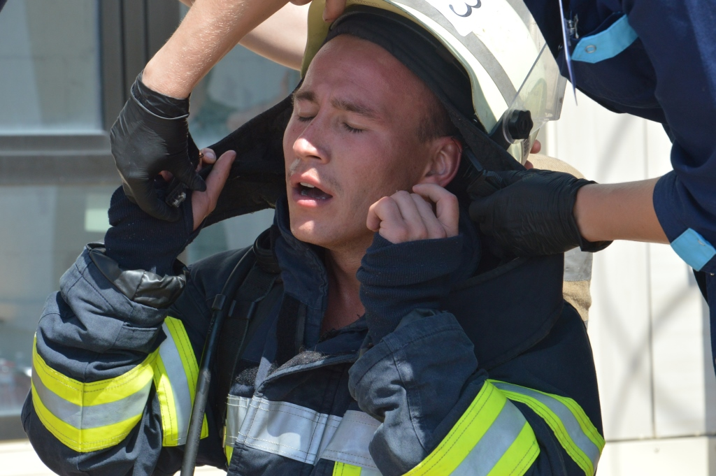 В соревнованиях участвовали 70 спасателей