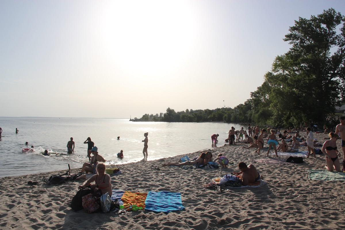 Нікопольці атакують міські пляжі - фото