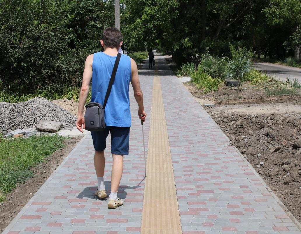 Идеальные тактильные тротуары в Никополе возле ЦУМа и на Малиновского