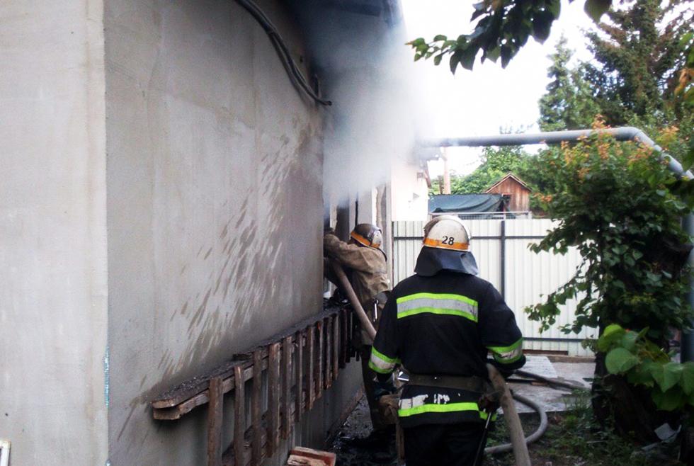 В Никополе горел жилой дом на четыре квартиры