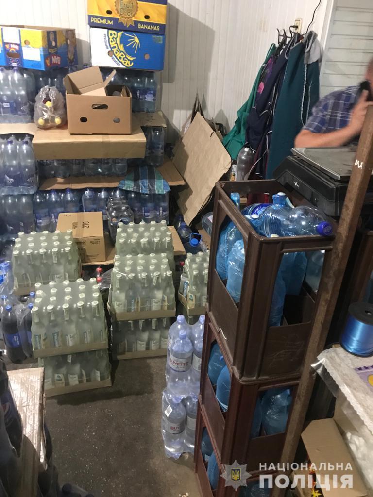 """В Томаковском районе полицейские изъяли 160 бутылок """"левого"""" алкоголя"""