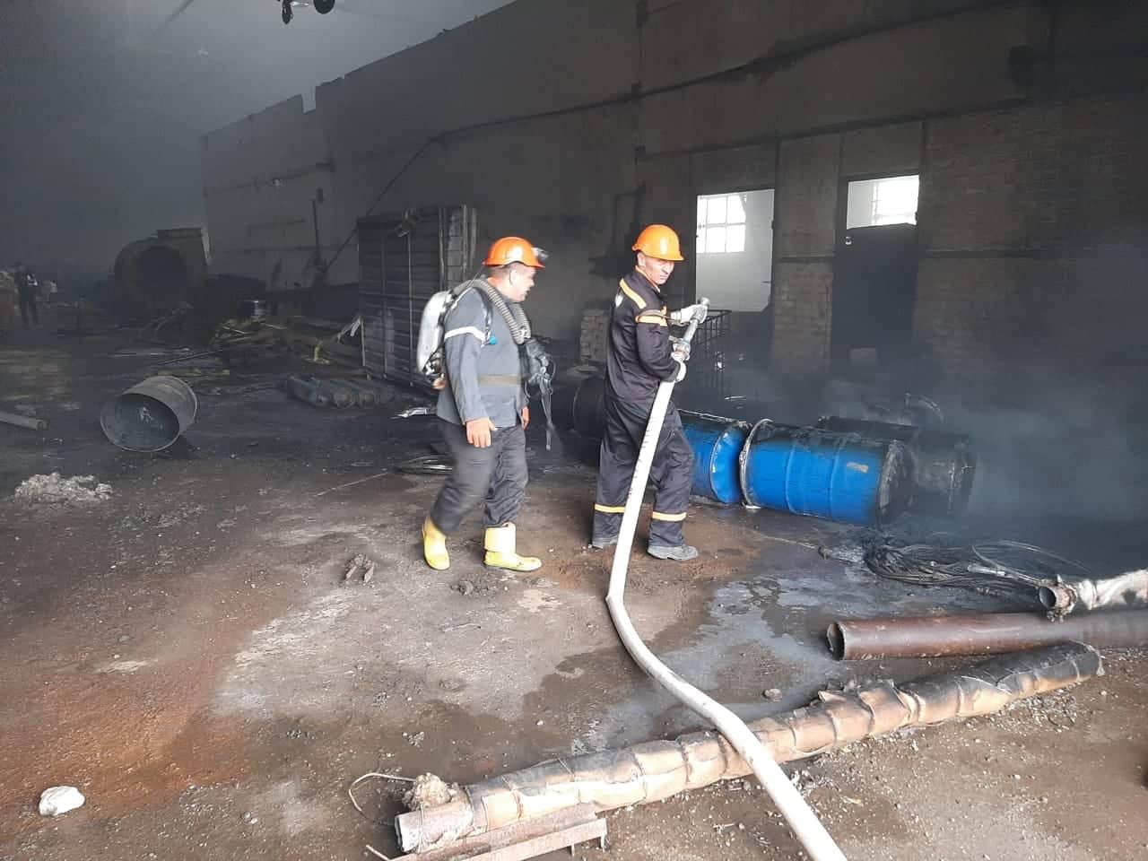 В Никополе на территории завода тушили пожар