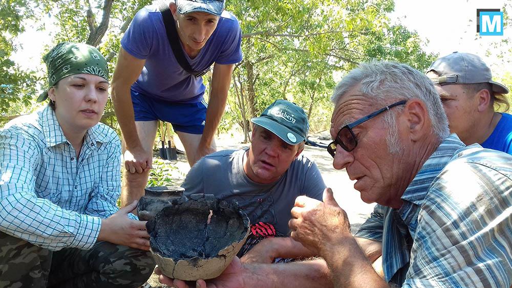 В экспедиции участвуют археологи, студенты и волонтеры-любители