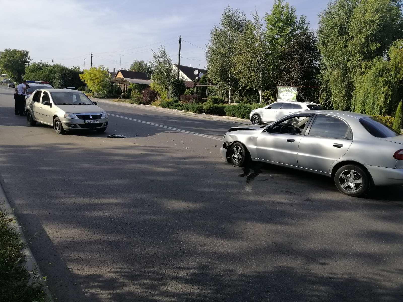 На дороге в Никополе столкнулись Daewoo Lanos и Renault Logan