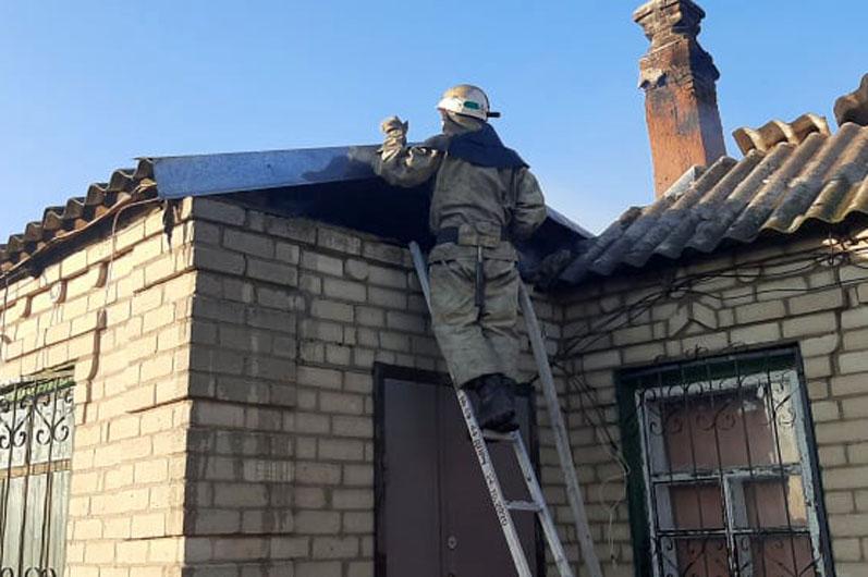 Возле Никополя из-за пожара в экосистеме загорелся жилой дом