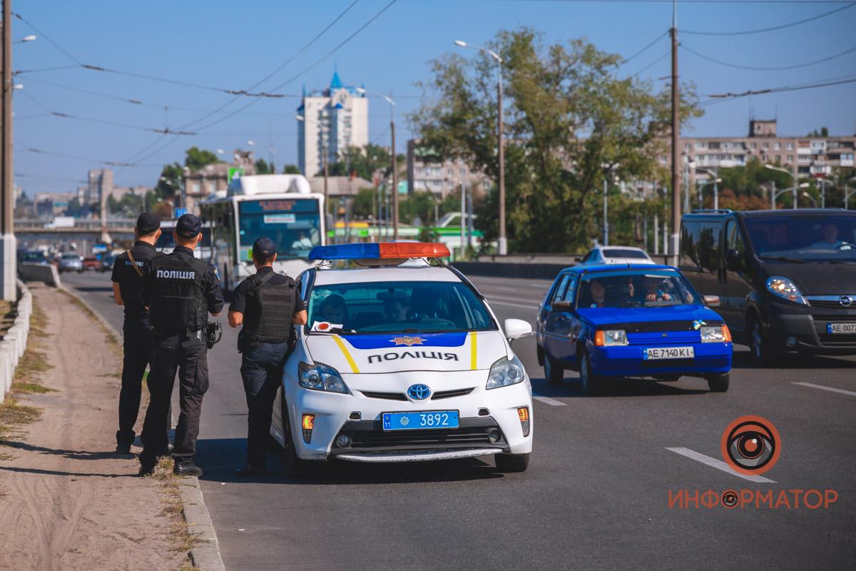 Тела двух человек мужчина привез в больницу Никополя примерно в 6:00