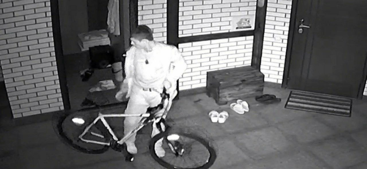 Украл личные вещи и велосипед