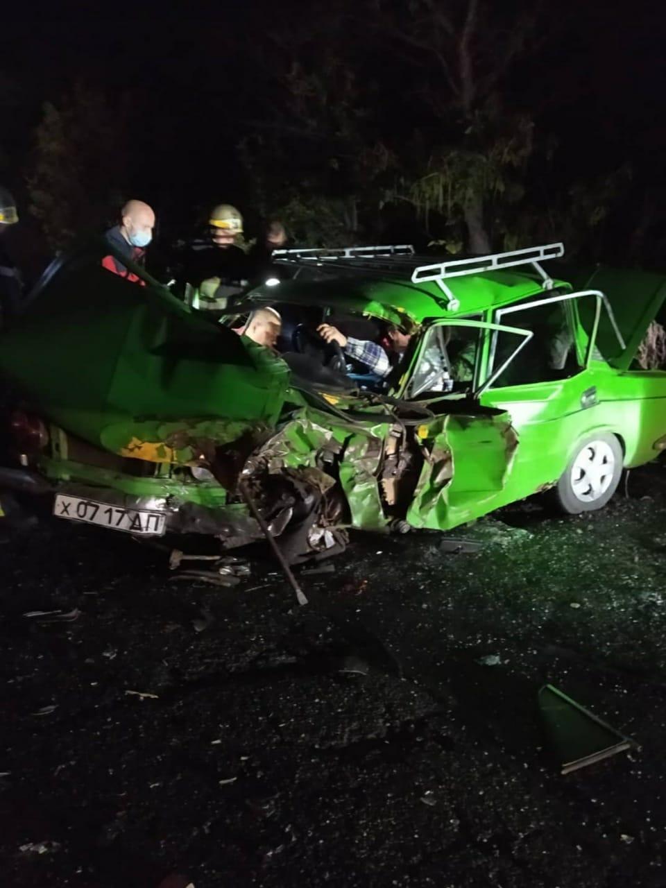 Спасатели деблокировали водителя ВАЗ-2103 из автомобиля