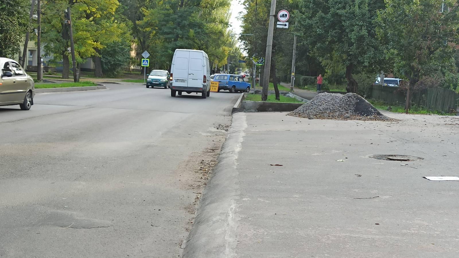 В Никополе на перекрестке столкнулись ВАЗ-2102 и ВАЗ-2107