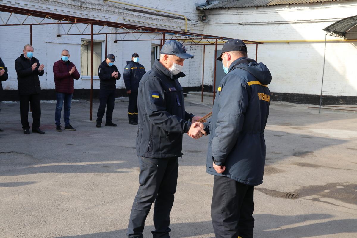 В Никополе отметили пять сотрудников ГСЧС