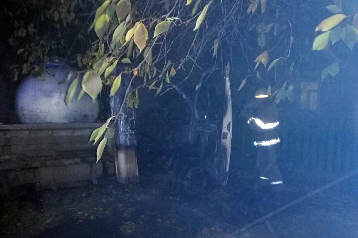 В селе Приднепровское горел автомобиль