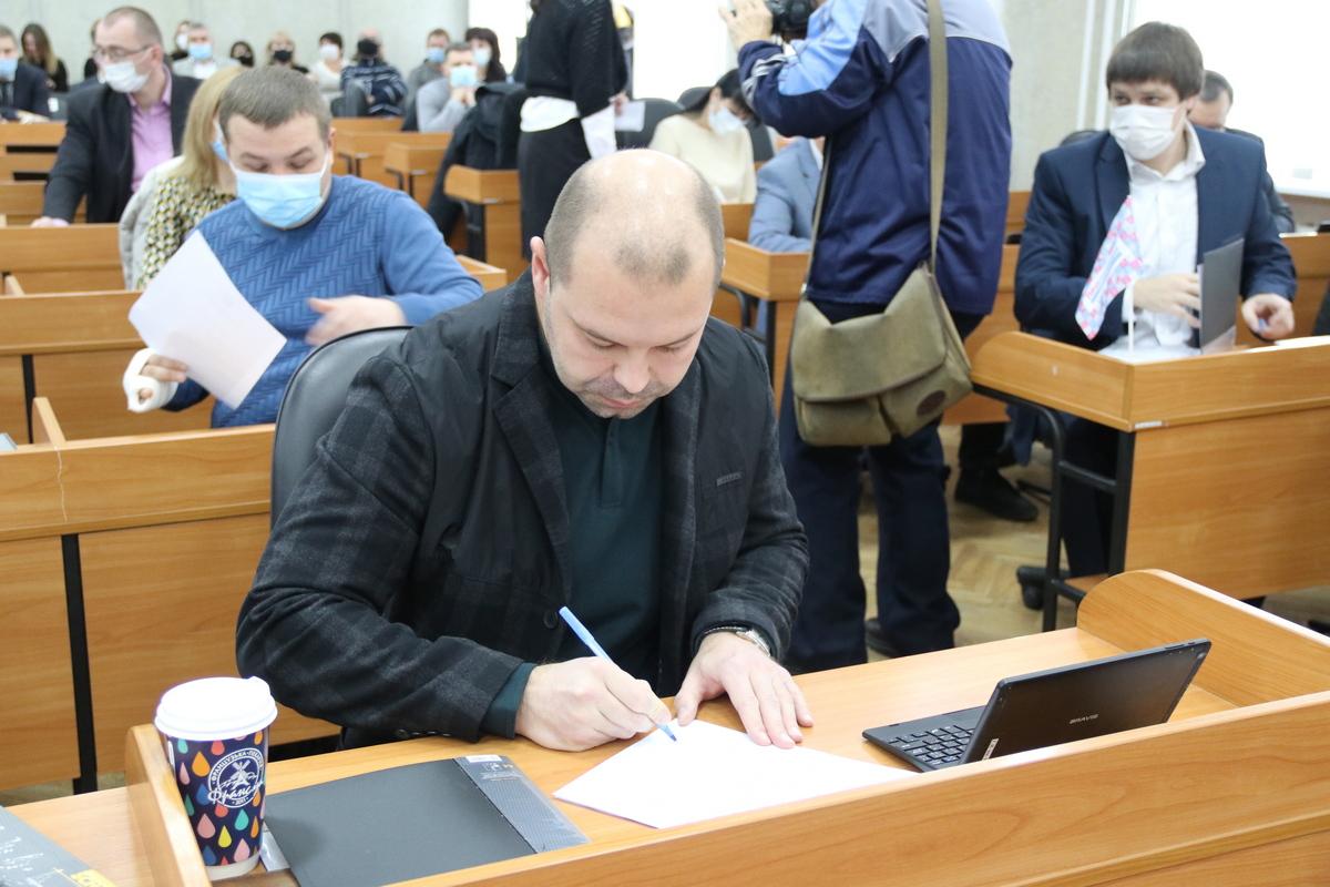Руслан Олейник хотел быть мэром, но стал депутатом