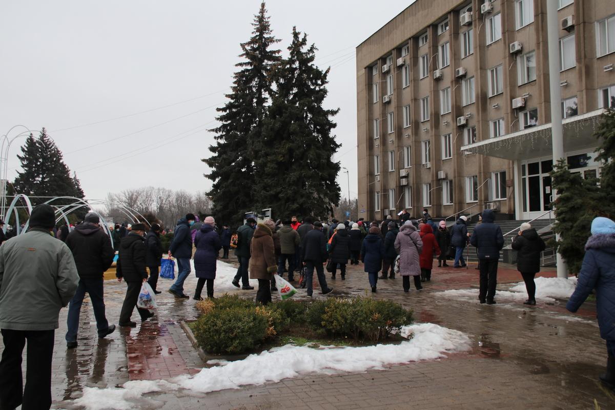 Более ста жителей Никополя вышли на митинг