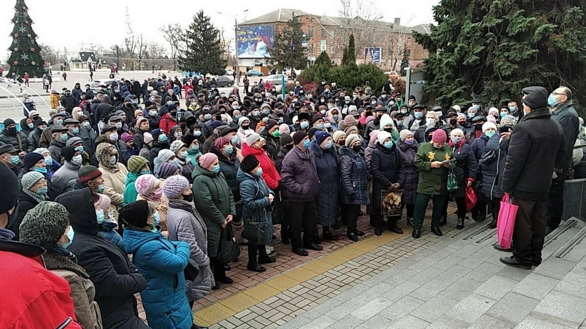 На митинг против повышения цен на электроэнергию, газ и воду, вышли жители Никополя, фото-1