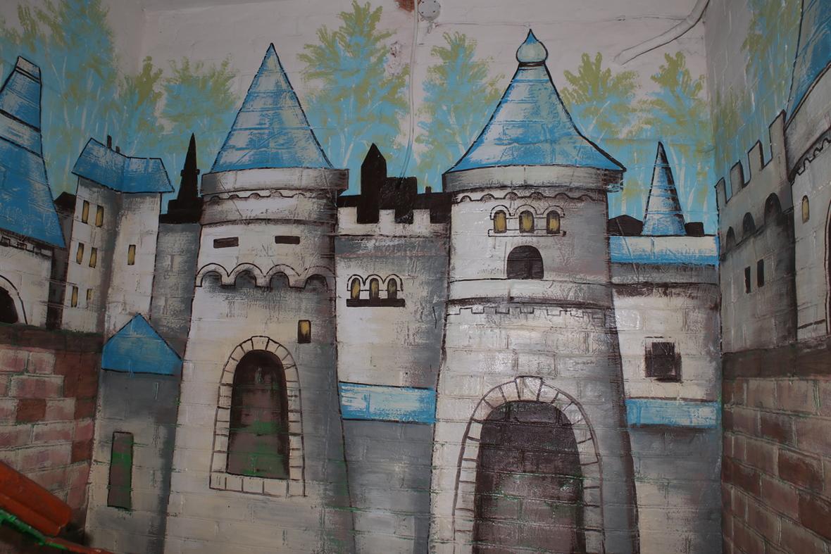 Замок который встречает вас при входе