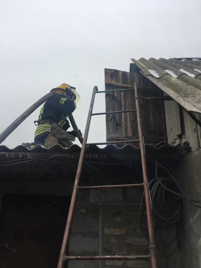 Хозпостройка горела в Никополе на улице Хлястикова, фото-2