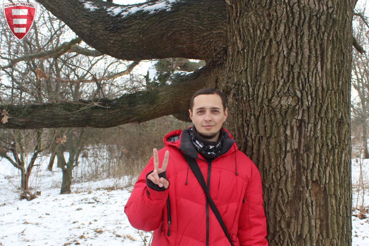 В Марганце активисты спасли вековой дуб