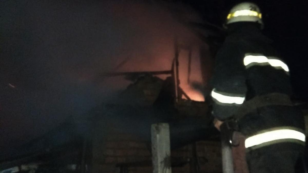 На улице Рыжикова горела летняя кухня