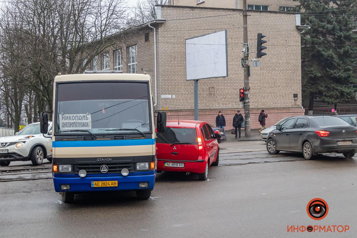 В ДТП в Днепре попал рейсовый автобус из Никополя , фото-1