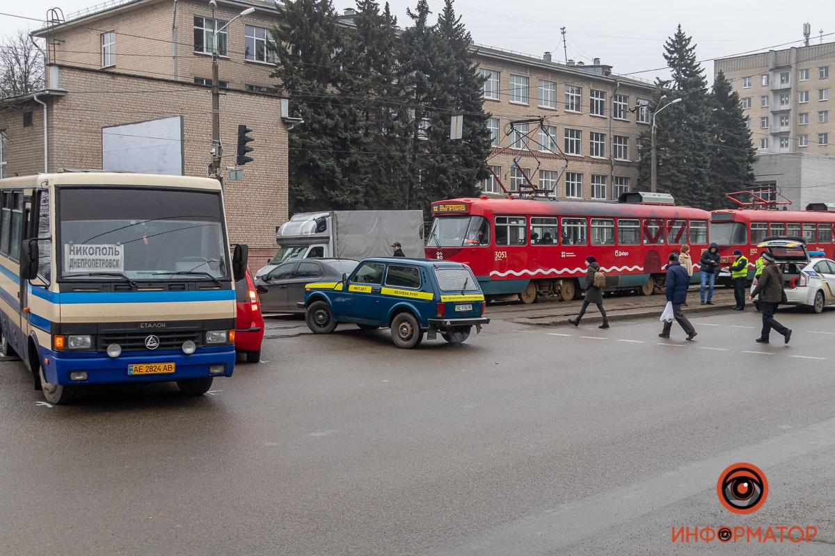 В ДТП в Днепре попал рейсовый автобус из Никополя , фото-2