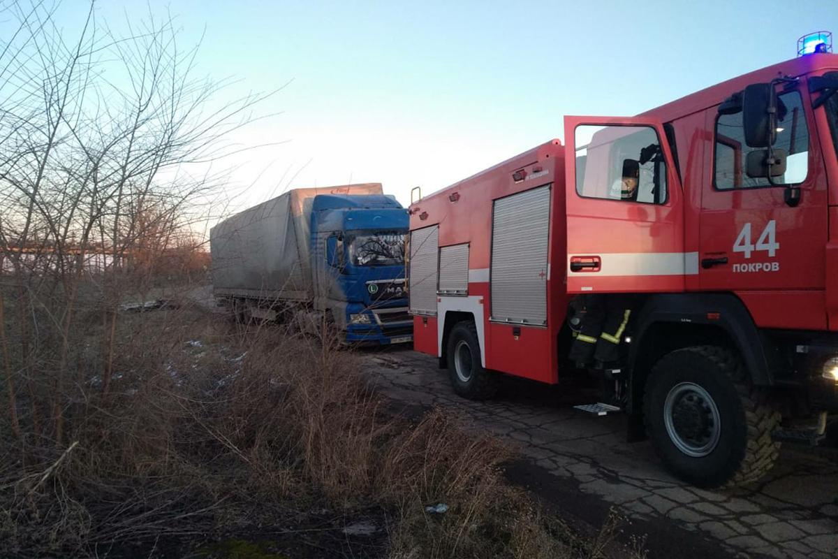 В Покрове грузовик застрял в грязи