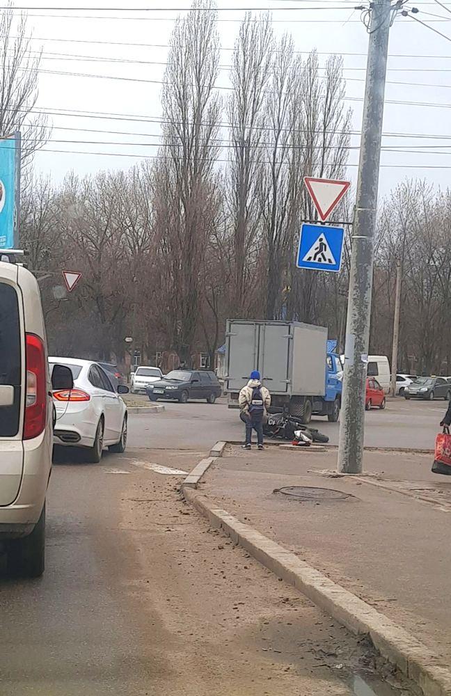 В Никополе на пересечении улиц Электрометаллургов - Некрасова произошло ДТП