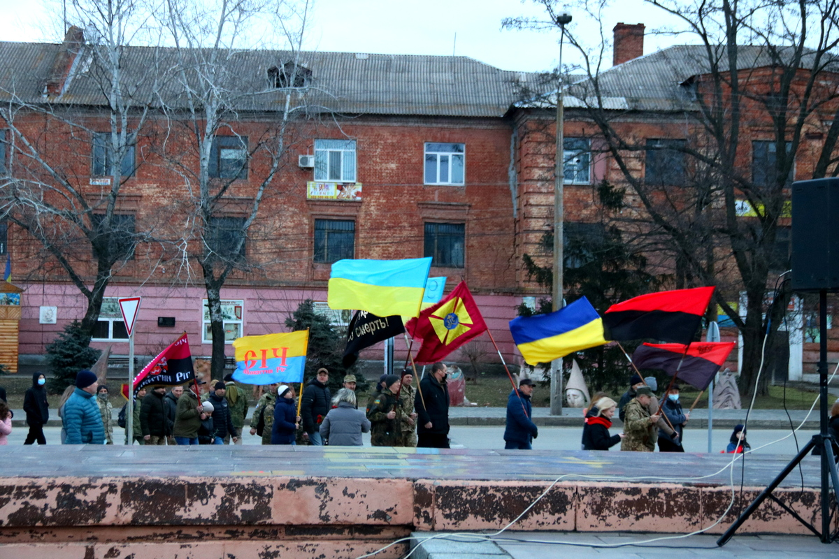 Все крестным ходом отправились к памятнику «Защитник Украины»