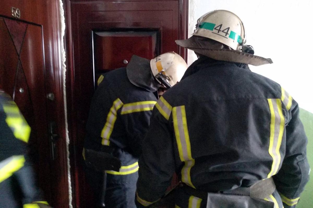 В Покрове спасли пенсионерку, которая не открывала дверь и не отвечала на звонки