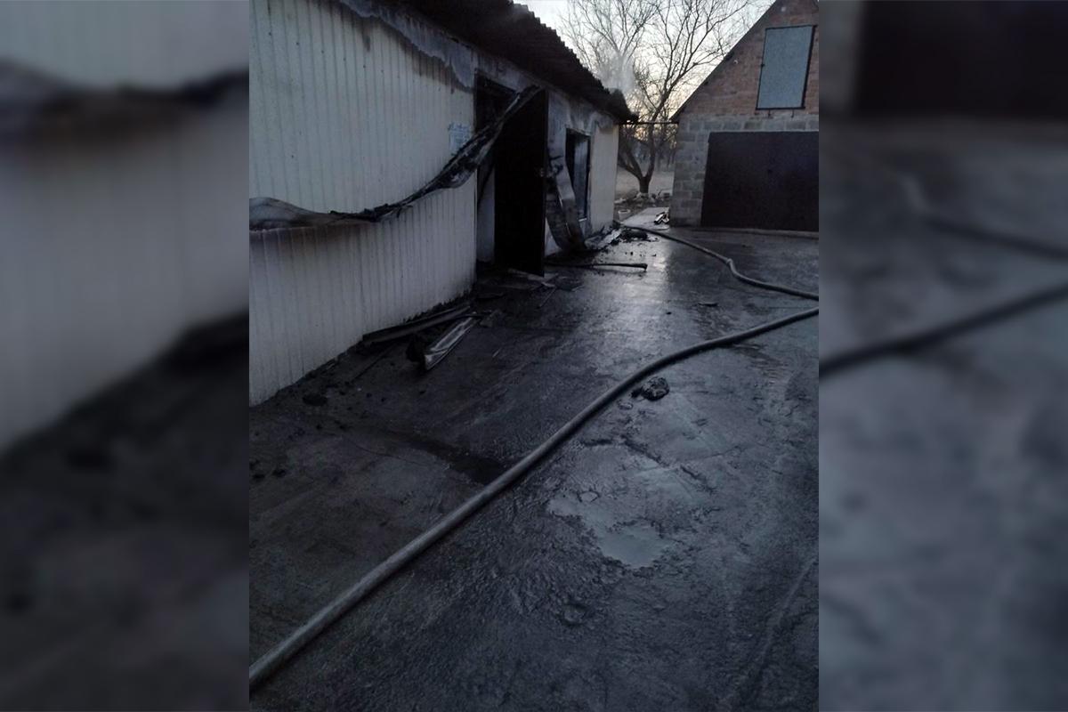 Повреждены конструкции двух зданий