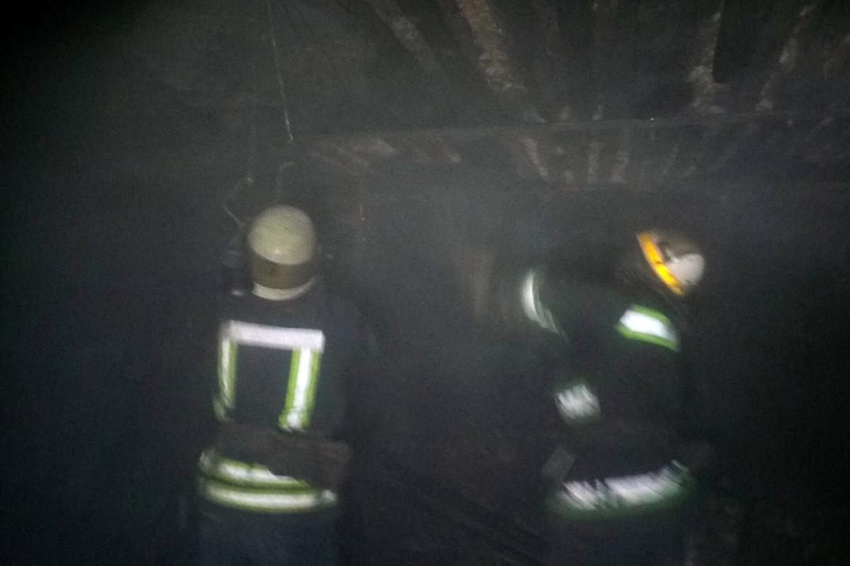 В Никополе пожар в летней кухне тушили 10 спасателей