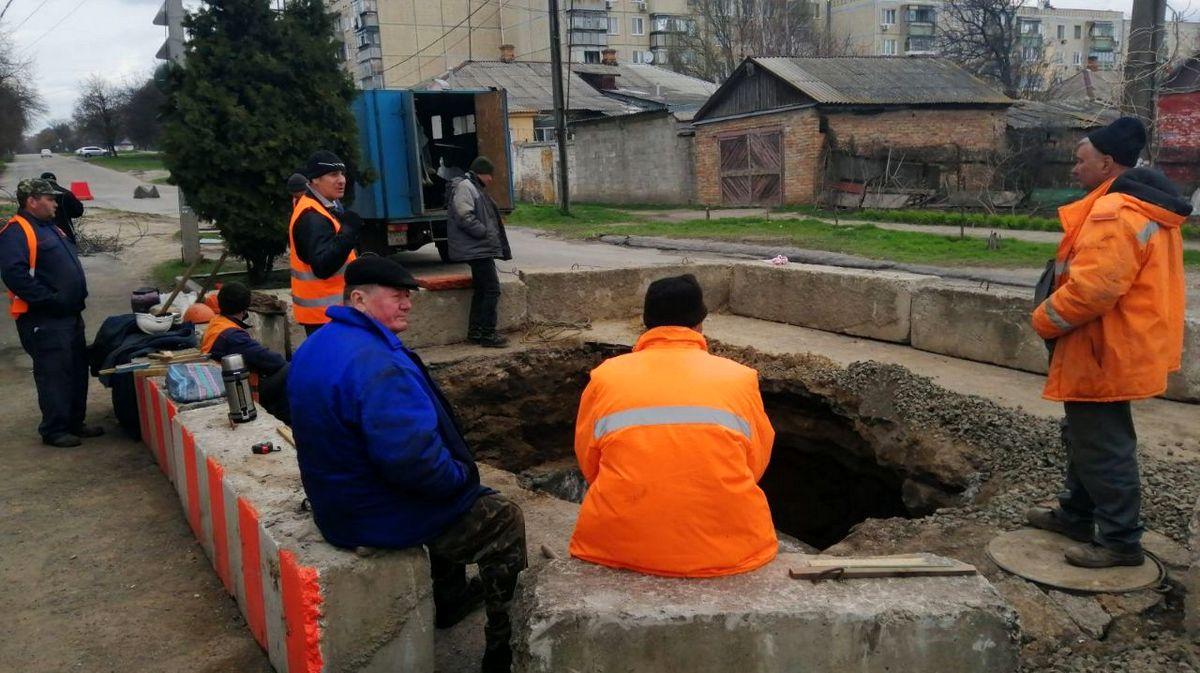 В Никополе на улице Шевченко продолжаются плановые работы