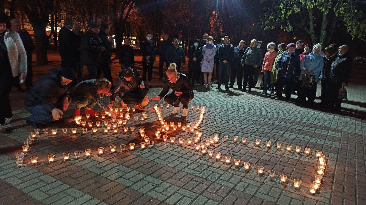В Никополе состоялась акция «Зажги свечу памяти»