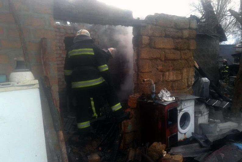 Загорелся жилой дом
