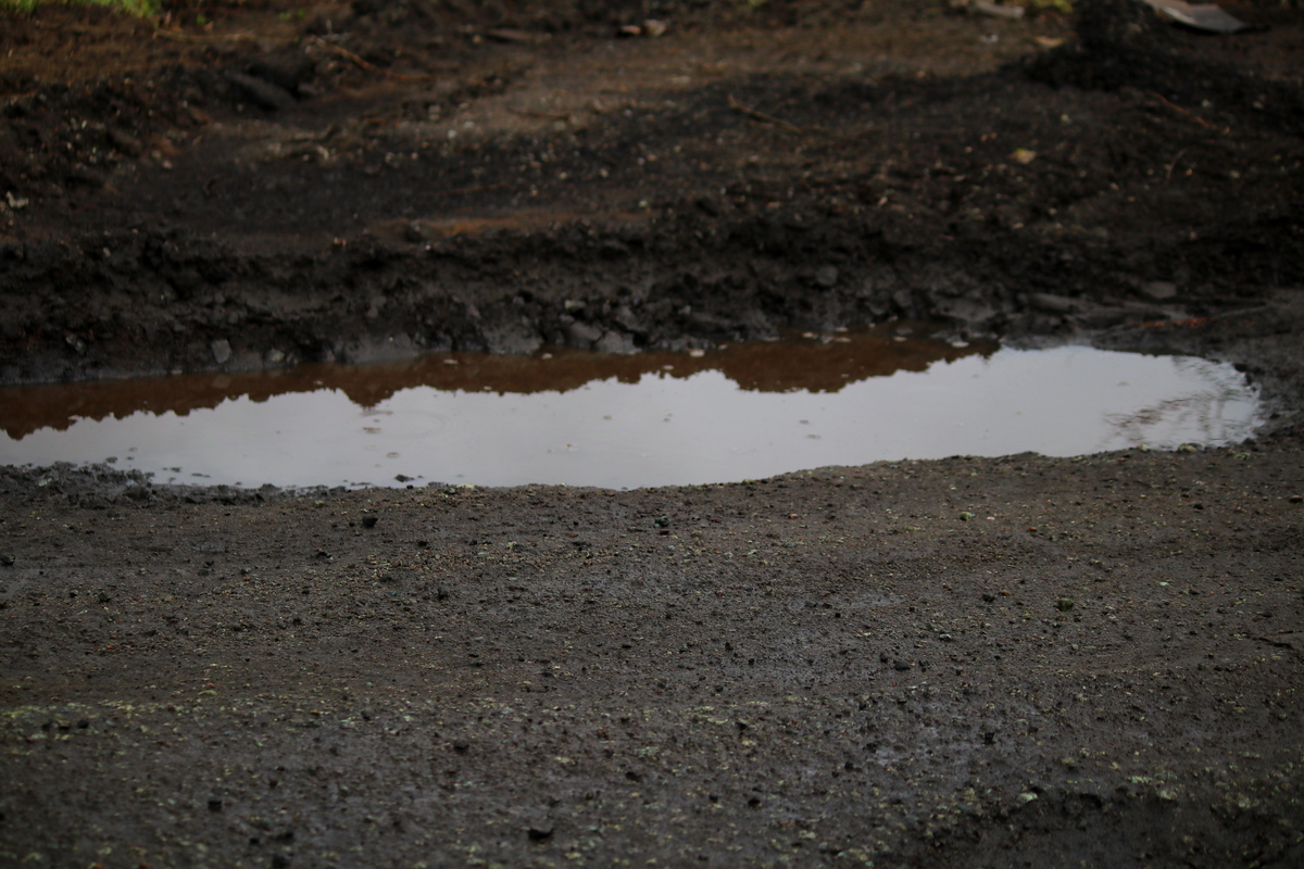 Ямы и выбоины по всей дороге