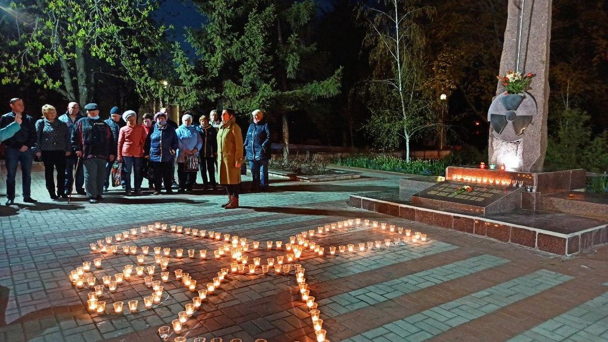 В Никополе зажгли свечу памяти к 35-й годовщине Чернобыльской трагедии