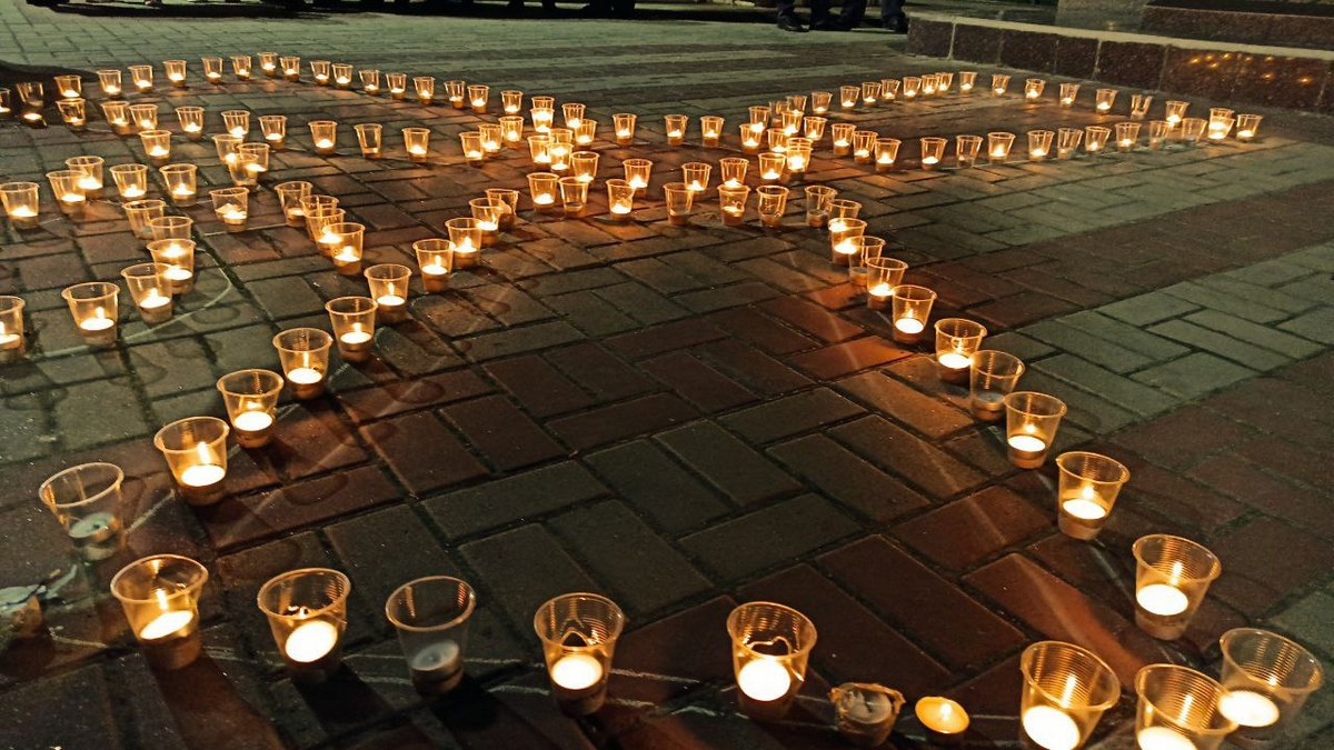 Зажгли сотни свечей