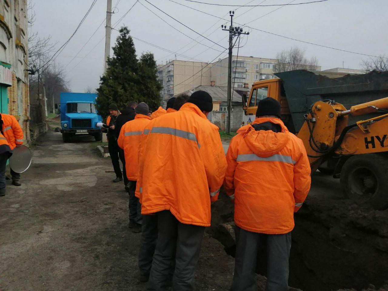 Работники трудятся с 8 утра