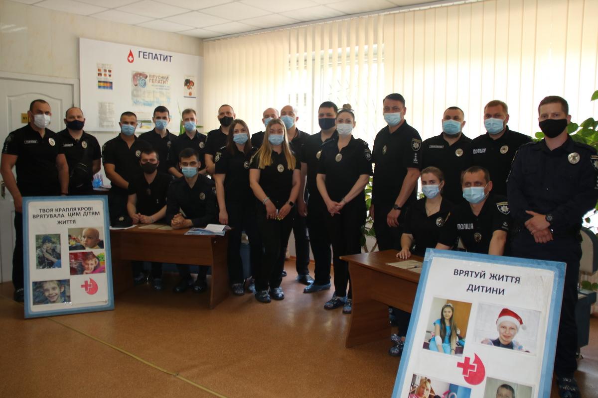 В Никополе чтобы спасти чью-то жизнь сдали кровь 30 полицейских, фото-1