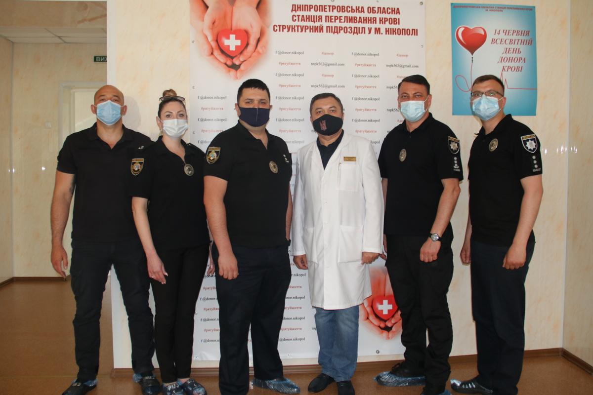 В Никополе чтобы спасти чью-то жизнь сдали кровь 30 полицейских, фото-2