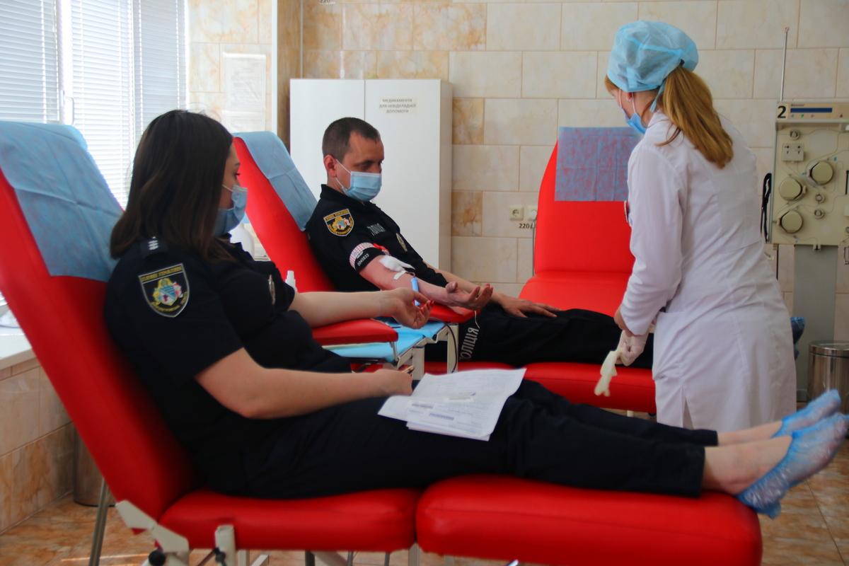 В Никополе чтобы спасти чью-то жизнь сдали кровь 30 полицейских, фото-3