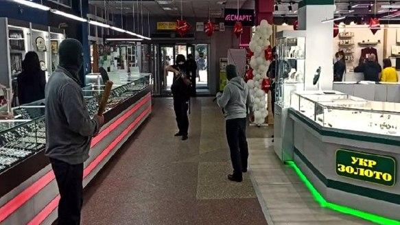В Никополе полицейские охраны предотвратили разбойное нападение на ювелирную лавку