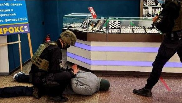 Правоохранители предотвратили нападение на ювелирную лавку в ЦУМе