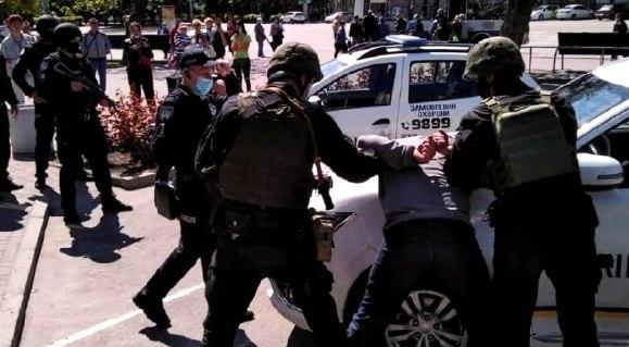 В Никополе разбойное нападение на ювелирную лавку предотвратили полицейские охраны , фото-6
