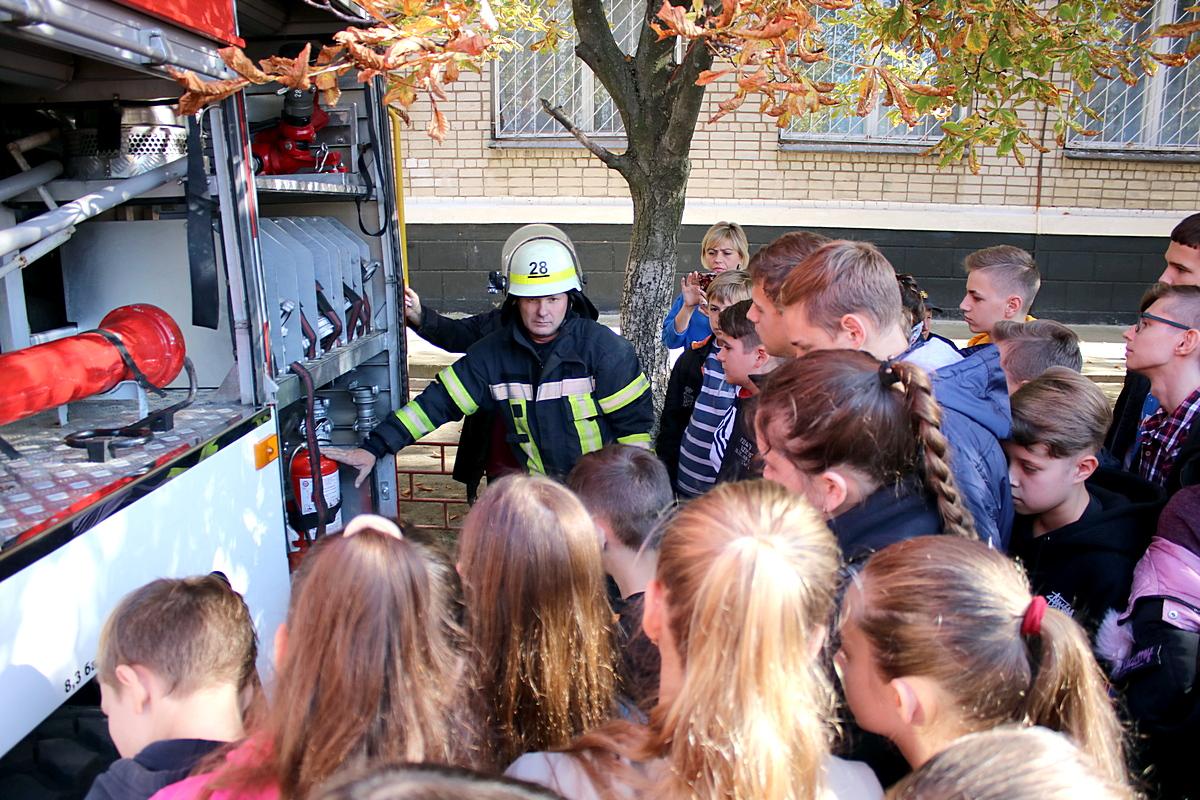Пожарные частые гости в школах, где рассказывают детям о безопасности